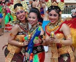 13 апреля. Сонгкран или Тайский Новый Год