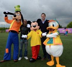 Звезды мирового футбола исполнили детские мечты в Disneyland Париж