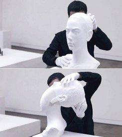 Живая скульптура Ли Хунбо