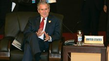 Джордж Буш-младший открывает выставку своих картин