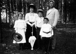 Выставка «Дачная жизнь в фотографиях конца XIX — начала XX века»
