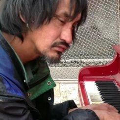 Канадский пианист-бомж покорил YouTube