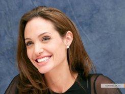 В Голливуде Анджелину Джоли назвали минимально одаренной и избалованной.