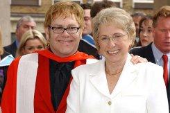 На юбилее мамы Элтона Джона выступал его двойник.