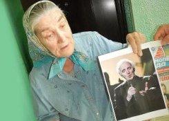 Шарль Азнавур встретился с бабушкой Лидой.