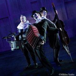 Тайгер Лиллиз играют «Гамлета»